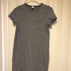 Black and White Striped Pocket T-Shirt Dress